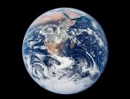 La « bille bleue », image de la Terre prise par l'équipage d'Apollo 17.